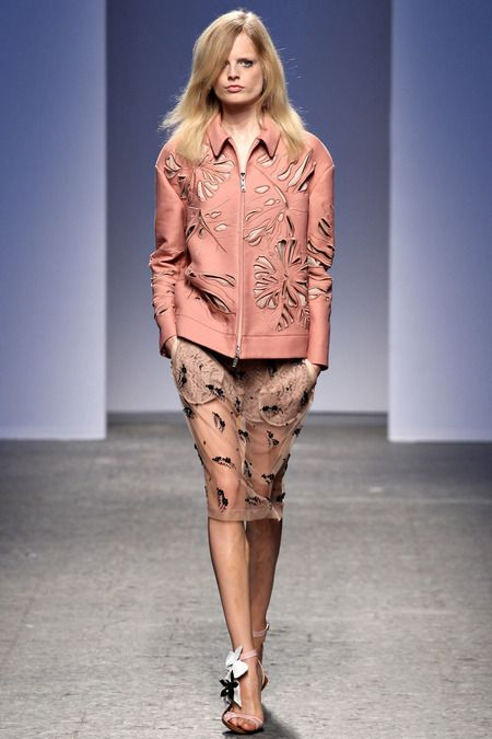No. 21 Spring 2014 Ready-to-Wear Collection (I like the pale pink/beige combination)