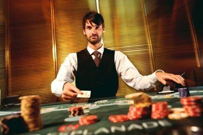 Derzeit wird professionelles Casino-Personal in Hamburg gesucht. Die Spielbank Hamburg hat eine Stelle als Croupier (männlich/weiblich) ausgeschrieben und plant das 300-köpfige Team vor Ort um mehrere professionelle Casino-Mitarbeiter zu erweitern.