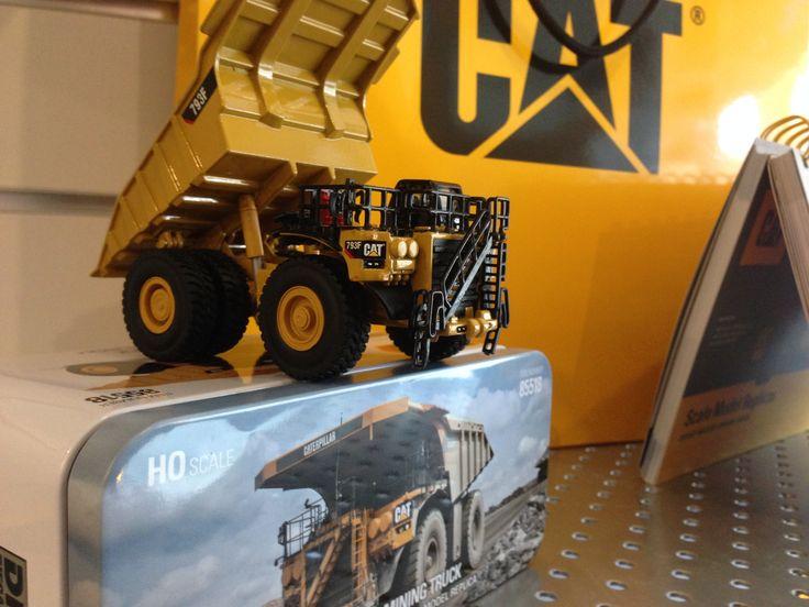 Hvad siger i til CAT rabat i April hos M.A. Hobbytec. Vi har netop bestilt de første udgaver i den nye serie af lækre Caterpillar.  Kom ind og forudbestil i mange størrelser og få noget ikke mange har. Priser fra 280 Dkr og op. Smuk indpakning i unik metalæske gør det til en fortrinlig gave at give eller nyde som samler. Mahobbytec.dk PS: Vi er blevet CAT/ DM forhandler.