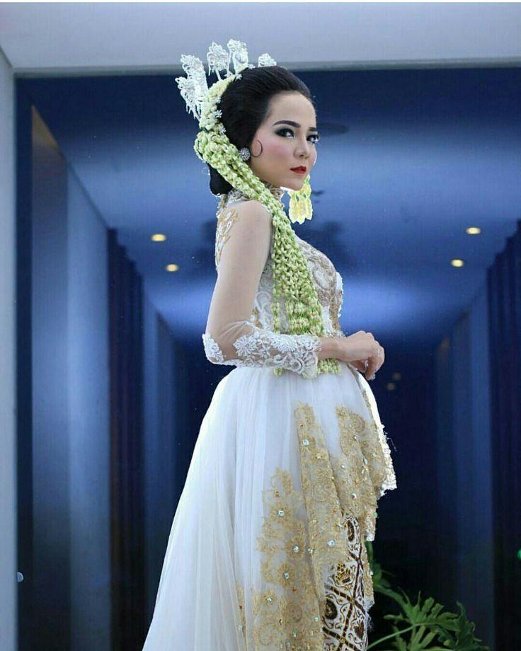 "Kebaya and make up by aii one wedding galery😘😘😘 ""Sunda putri"""