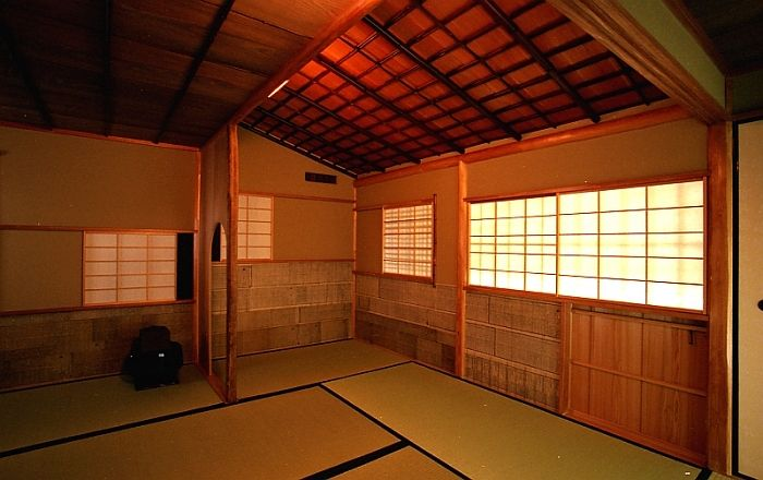 Nijiri-guchi  guest entrance ,Kyoto,Japan 小間 如庵写し にじり口