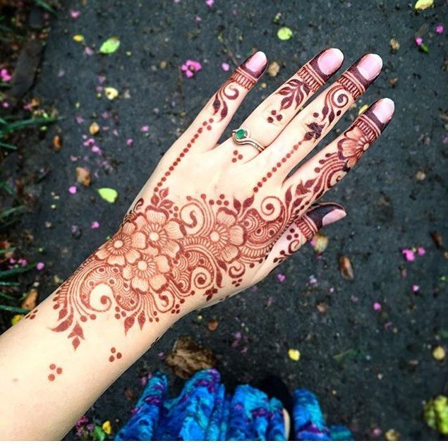 """3,141 Likes, 6 Comments - Henna Designs / Photography (@hennalookbookin) on Instagram: """"Unknown henna artist please tag if known, #Repost @hermosa.world Nails are done by them . . #Henna…"""""""