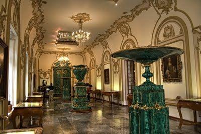 El Castillo de Chapultepec. Jarrones y puerta de malaquita regalo del zar de Rusia a Carlota