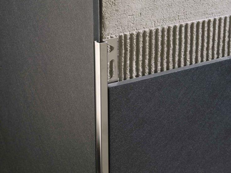 Squarejolly SJ-IL coltar din inox lucios pentru faianta si gresie. Elegant, modern si durabil se produce intr-o gama larga de grosimi. Poate fi folosit si ca profil de treapta, brau pentru pereti, trecere la nivel sau profil de capat. Este un profil multifunctional realizat din inox AISI304