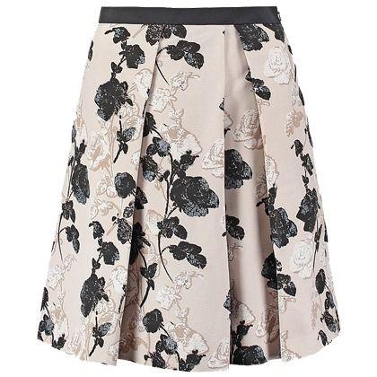 Draag deze rok met een beige blous en een paar zwarte hakken voor een super look!
