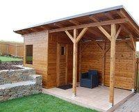 Venkovní sauna s prodlouženou střechou