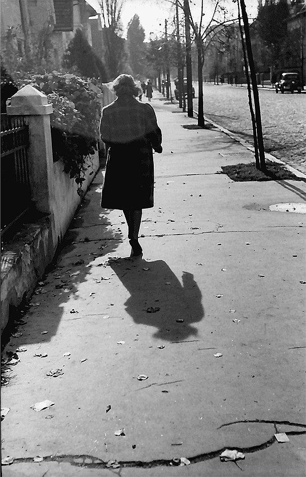 Toamna pe strada Lister, acum 75 de ani.  Foto: Willy Pragher