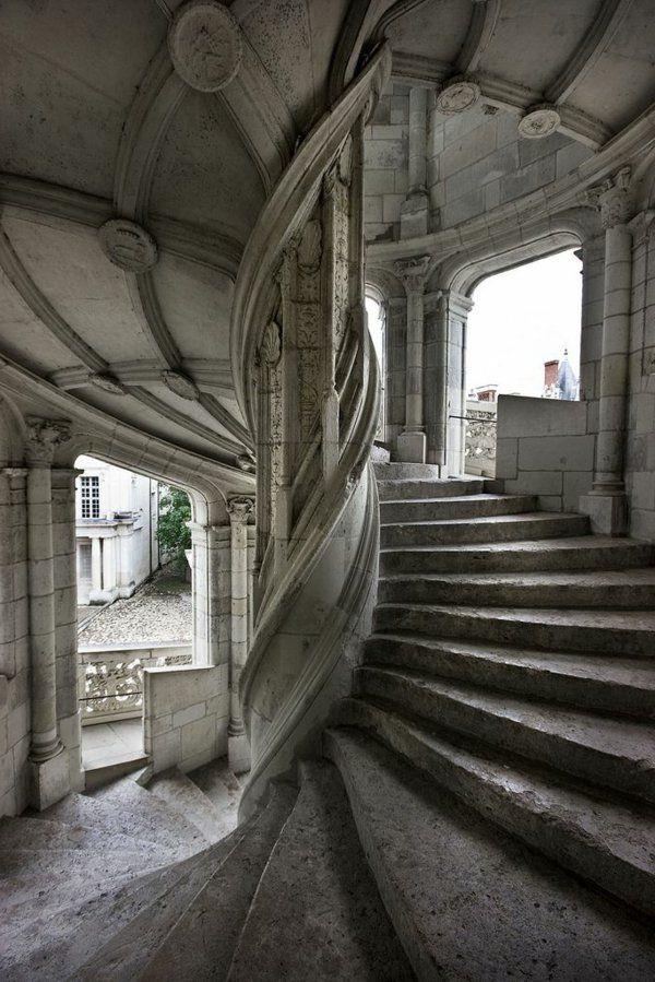 1000 id es sur le th me meubles gothiques sur pinterest for Deco escalier ancien