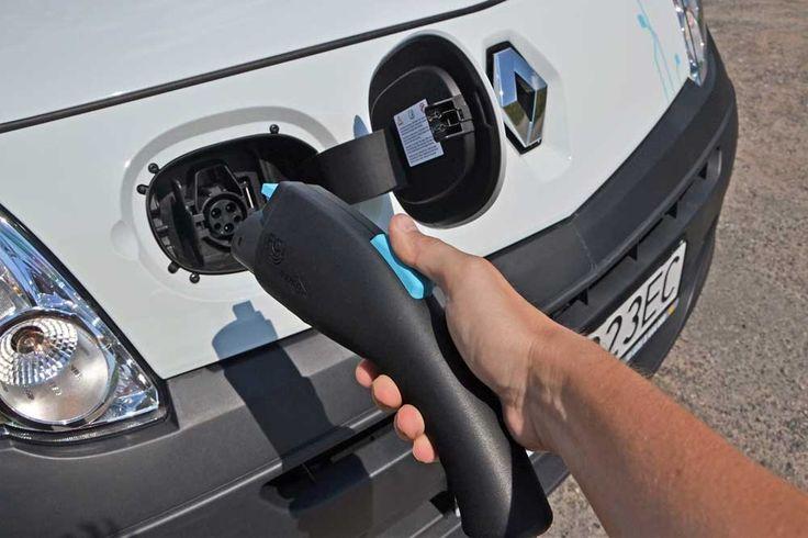 Elektrické dodávky vám ušetří přes 2 Kč na kilometr. Dobíjení elektrododávky je stejně snadné jako čerpání paliva