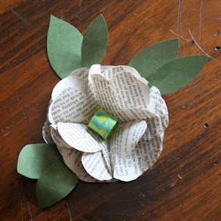 Book page corsage!Distinctive Paper, Book Pages, Paper Projects