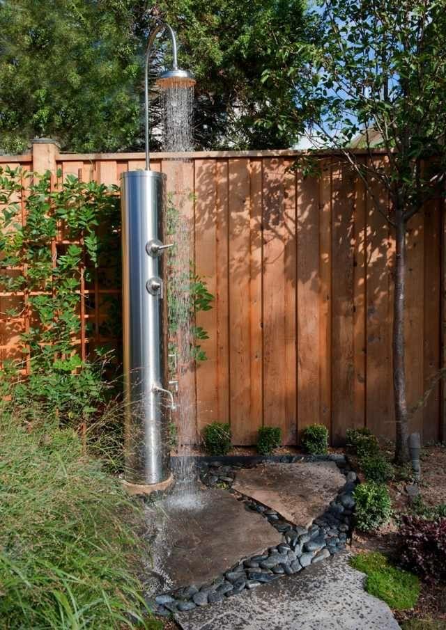 douche extérieur pour jardin | design-douche-jardin-idées-inspirantes-acier-inoxy-installer