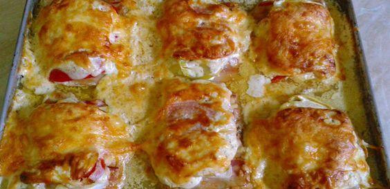 A legjobb szombati ebéd a sütőben készül! Hogy neked ne kelljen keresgélni, összegyűjtöttük a legjobb tepsis receptjeinket!