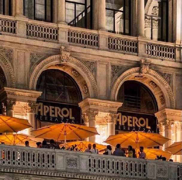 Terrazza Aperol Milano Aperta dalle 11 del mattino fino a mezzanotte e il sabato fino all'una.