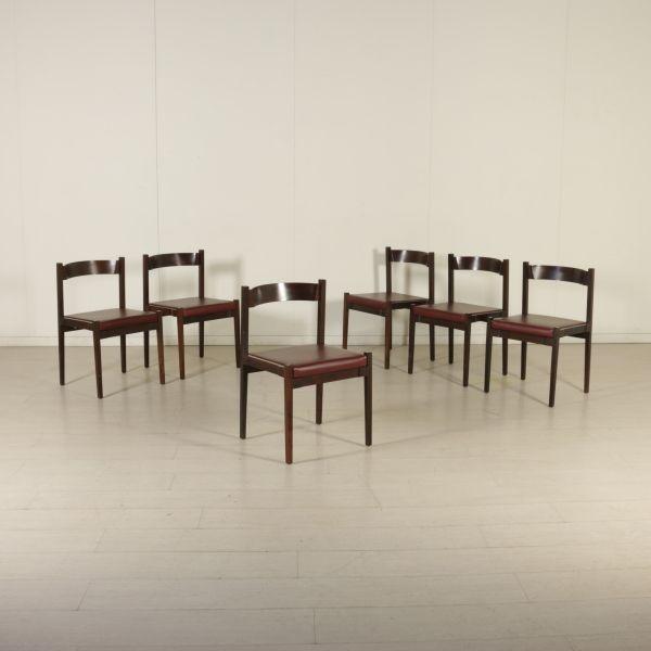 Gruppo di sei sedie; legno di palissandro, imbottitura in espanso, rivestimento in similpelle.