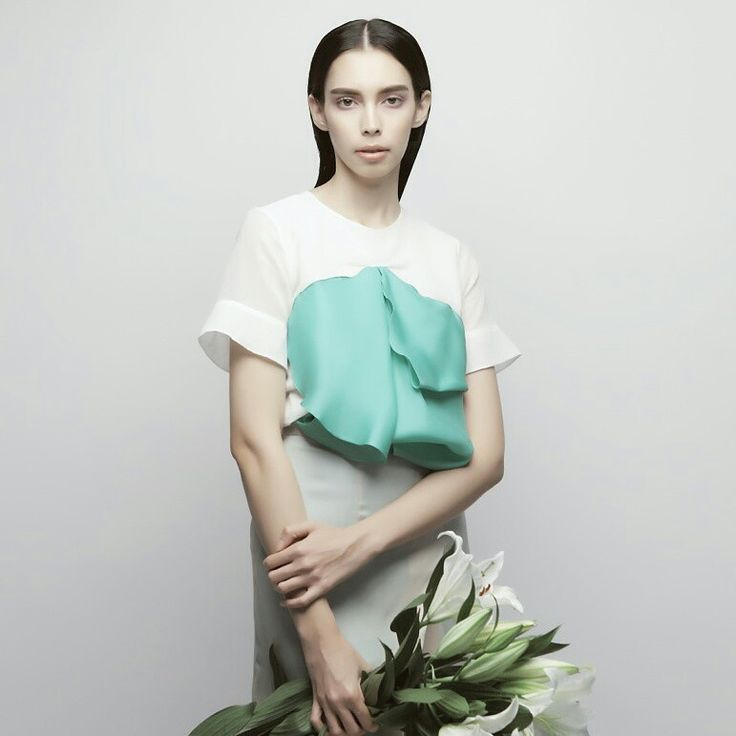 Inspired from the petals flower and creating the layer and the deep fold into contemporary moulage