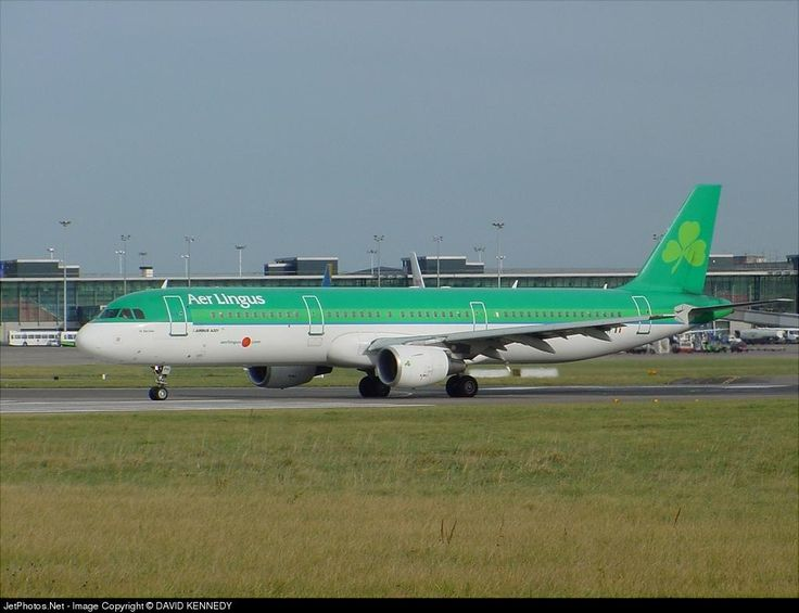 Airbus A321-211, Aer Lingus, EI-CPH, cn 1094, 212 passengers, first flight 20.9.1999, Aer Lingus delivered 22.11.1999. Active, for example 8.10.2016 flight Dublin - Rome. Foto: Dublin, Ireland, 28.10.2002.