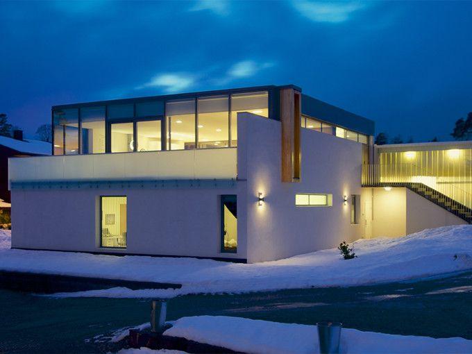 Murhuset ved fjorden. Murverksprisen 2014 tildeles Villa Gjensyn tegnet av arkitekt Kjell Dybedal. Glassfasader - murhus - pusset fasade - Leca