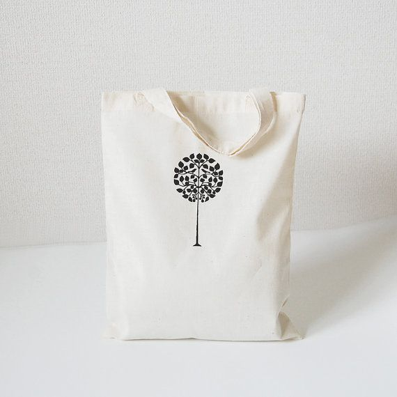 Etsy の Tote bag with silkscreen print 'round tree' by itsukonaka, ¥600