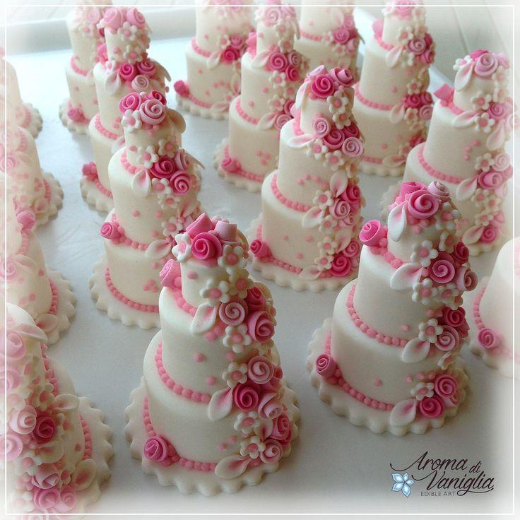 per il Battesimo della piccola Martina, una mini cake tutta rosa...