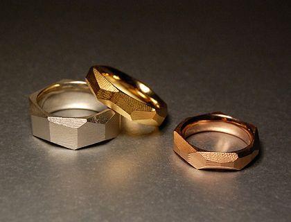 Alexandra Baum Schmuck Design Frankfurt Facetten Ringe rau Oberfläche Silber Gold Trauringe Platin Palladium Weißgold Rotgold Oberflächenstruktur Goldplattierung