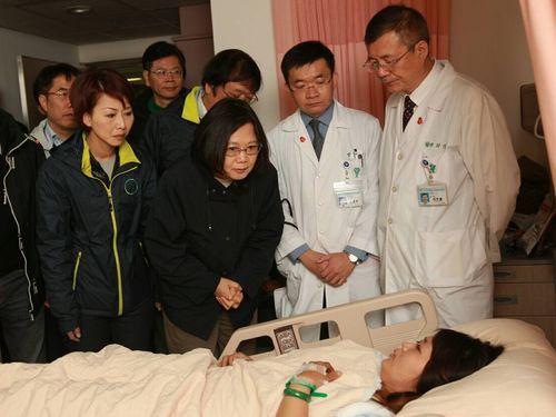 President-elect Tsai Ing-wen visits quake-struck Tainan | Politics | FOCUS TAIWAN - CNA ENGLISH NEWS