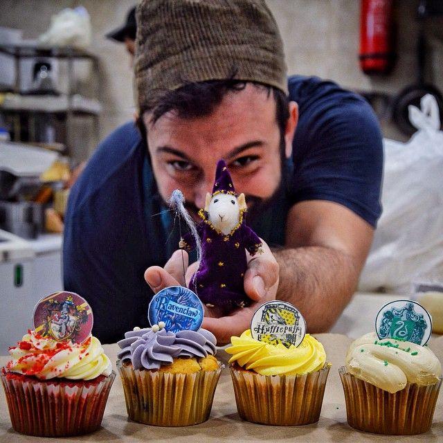 Ο CapCap μεταμορφώνει τους 4 Οίκους του Χογκουαρτς στα αντίστοιχα cupcake τους! Καθε μπουκιά κι ενα ξόρκι!