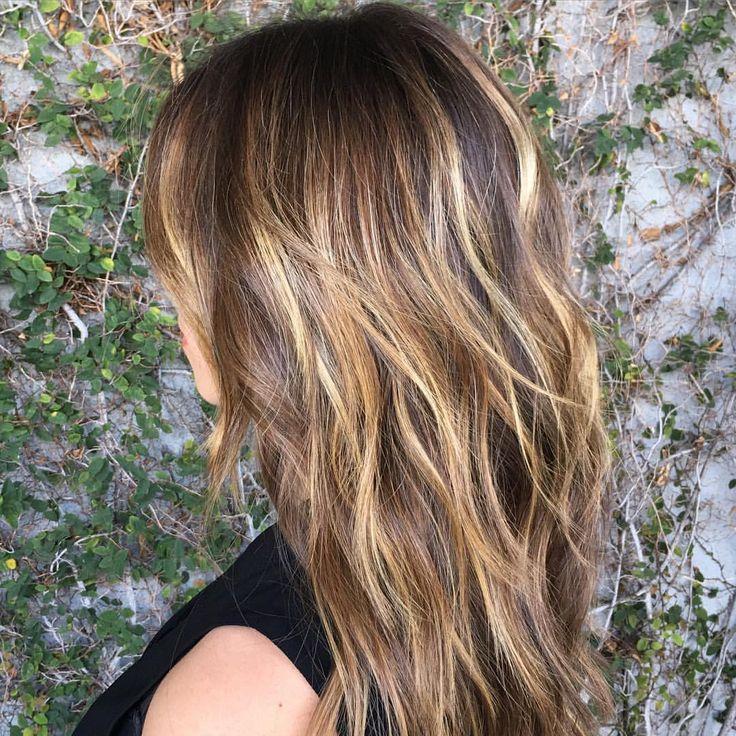 Honey Wheat Texture   #haircolor by #sarahconner #oncolourground @mechesalonla #mechesalon   #haircut/#style by @aarontheking   #balayage #highlights #sunkissedbrunette #prettyhair #layeredcut #softhaircolor #naturallookinghaircolor #caramelhair #prettyhair #springhair #honeywheathighlights (at Meche Salon Los Angeles)