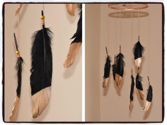 Noir et or Dreamcatcher Mobile, Mobile bois, Decor plume, capteur de rêves suspendus mobiles. Decor de Bohème.