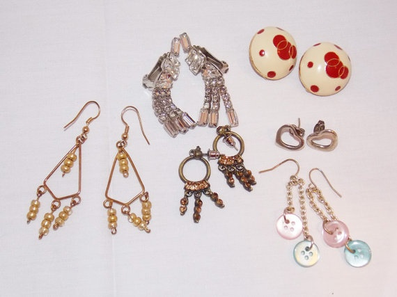 A lot the vintage earring 6 pairs in total by Elefanteblanco, $6.99