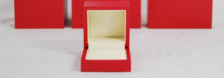 http://www.oysteruk.com In our 12th year of dealing with Garrard we provide all their jewellery boxes, luxury box outers, carrier bags, tissue paper, ribbon and adhesive stickers. Oyster Retail Packaging Limited 9 Vision Business Park Firth Way Nottingham NG6 8GF 0115 927 2800