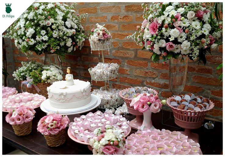 Tons de #rosa para o #batizado produzido pela Sandra Bacchin. Peças da #dfilipa | Doces: CALLIE | Bolo: Claudia Eid Jordão