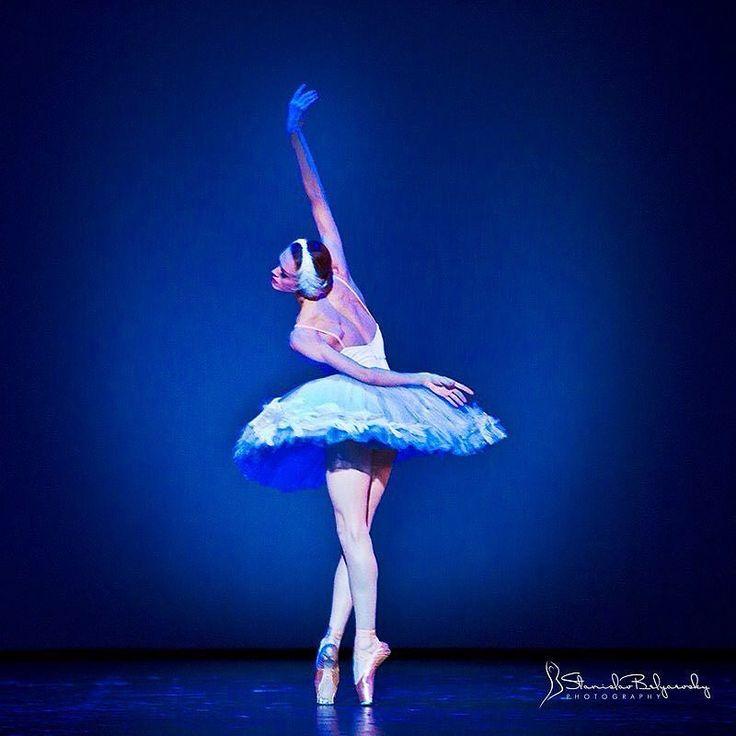"Ulyana Lopatkina Ульяна Лопаткина (Mariinsky Ballet), ""The Dying Swan"" choreography by Mikhail Fokine, 2010 Dance Open Ballet Festival, Saint Petersburg, Russia (March 29, 2010)"