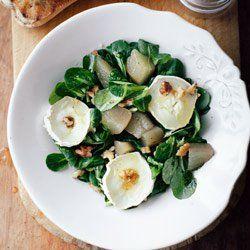 Sałatka z roszponki z gruszką w syropie imbirowym i kozim serem | Kwestia Smaku
