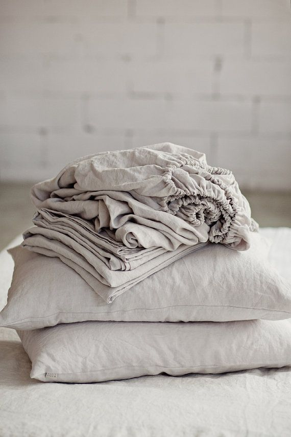 Grey linen sheet set. 4 pieces linen bed sheet set. Flat sheet, fitted sheet and 2 pillow cases. French linen sheets. Grey sheet set.