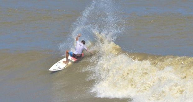 Campeões defenderão seus títulos no 22º A Tribuna de Surf Colegial. | Surftoday
