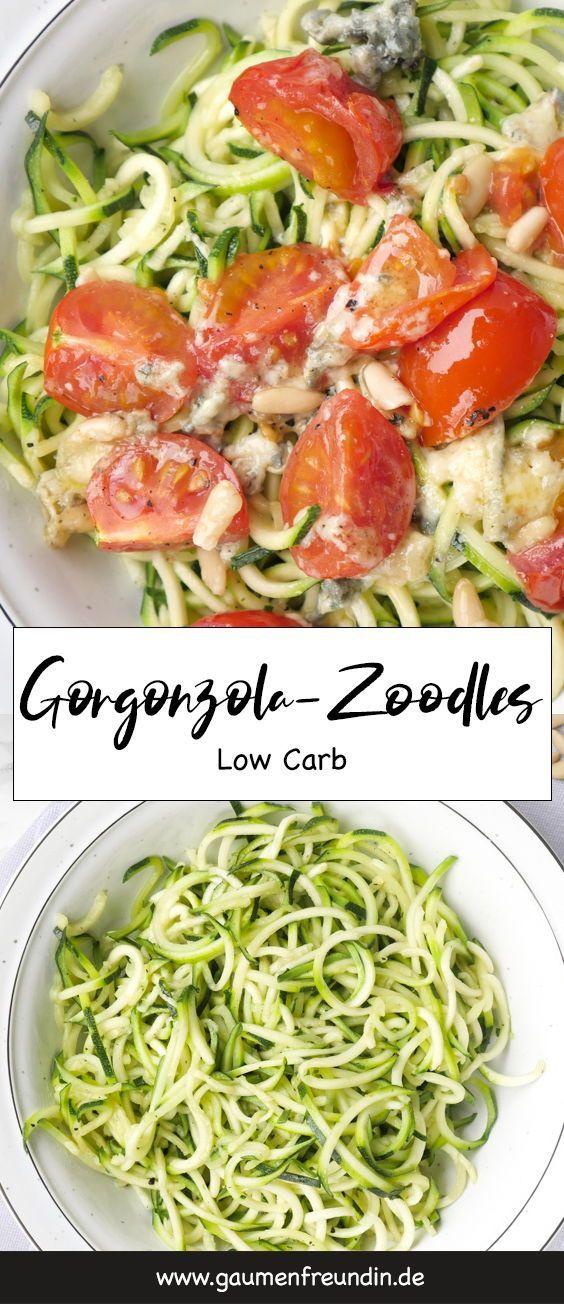 Zoodles mit Gorgonzola und Pinienkernen
