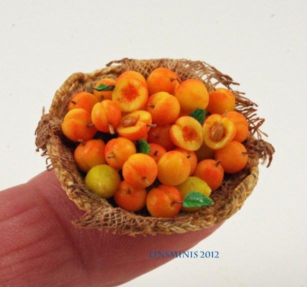 Peaches in 1:12 dollhouse miniature scale by CDHM Artisan Linda Cummings, IGMA Fellow www.cdhm.org/user/lindac5204