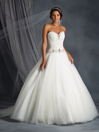 Alfred Angelo Style 2571: tulle ball gown wedding dress with sweetheart neckline