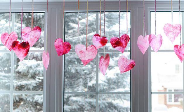 Guirnaldas de corazones de crayón