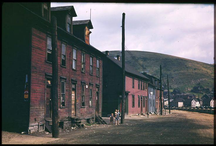 1940 Дома рабочих напротив сталелитейного завода. Джонстаун, Пенсильвания.