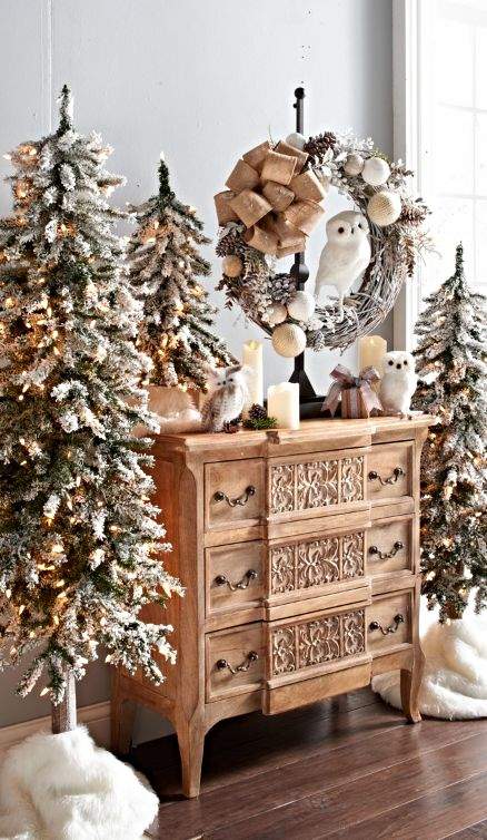 Best 20 flocked christmas trees ideas on pinterest for Alpine decoration