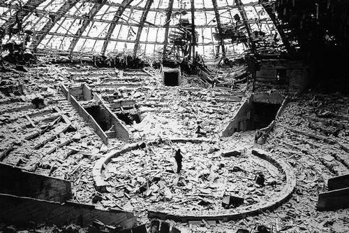 Circus in Grozny, Chechnya, 2000 - Jason Eskenazi