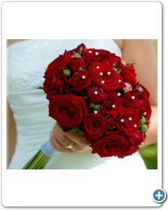 bruidsboeket-rode-rozen-witte-pareltjes
