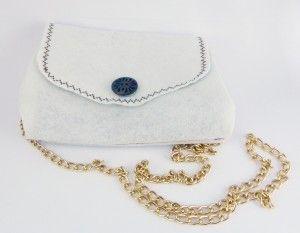 Bolso de fieltro blanco con bordado marrón