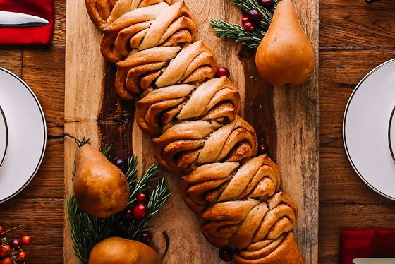 We know on Thanksgiving Day you're going to be busy cooking other dishes. Skip the hassle and whip up these cute and creative holiday bread recipes.