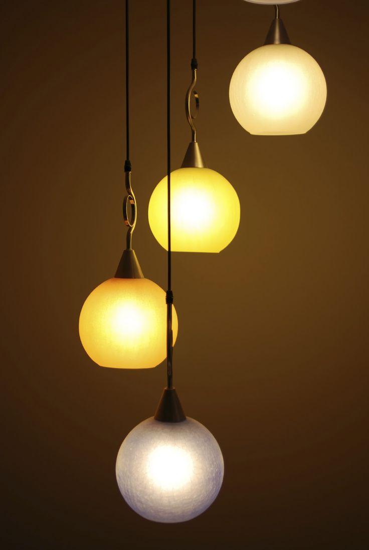 Usa tambi n la iluminaci n para darle m s vida y color a - Lamparas y apliques de pared ...