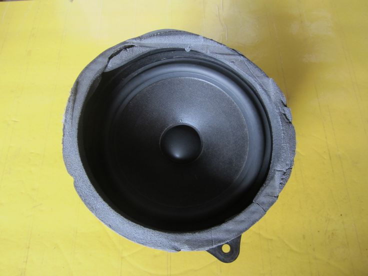 This is a good STEREO Speaker Door Right - Used.  This item will fit the following BMWs:  1998 - 2007 BMW X5 4.8is SAV (E53) Big Speaker in rear door / NON DSP / 50-13.000hz 1998 - 2007 BMW X5 4.6is SAV (E53) Big Speaker in rear door / NON DSP / 50-13.000hz 1998 - 2007 BMW X5 4.4i SAV (E53) Big Speaker in rear door / NON DSP / 50-13.000hz 1998 - 2007 BMW X5 3.0i SAV (E53) Big Speaker in rear door / NON DSP / 50-13.000hz
