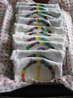 Monthly Baby Onsies - great shower gift, free download and super easy DIY.