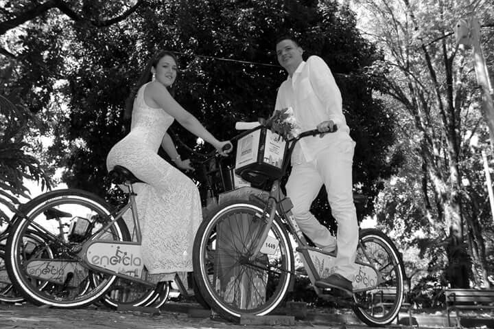 #boda Carlos +Daniela #kumarasfotografia #fotografiaprofesional #fotografiadebodas #kumarasagencia #bodas #wedding #flowers #bicicleta #yugo #argollasdematrimonio #diainolvidable #eventossociales #bendiciones #love #felicidad #sinfiltro