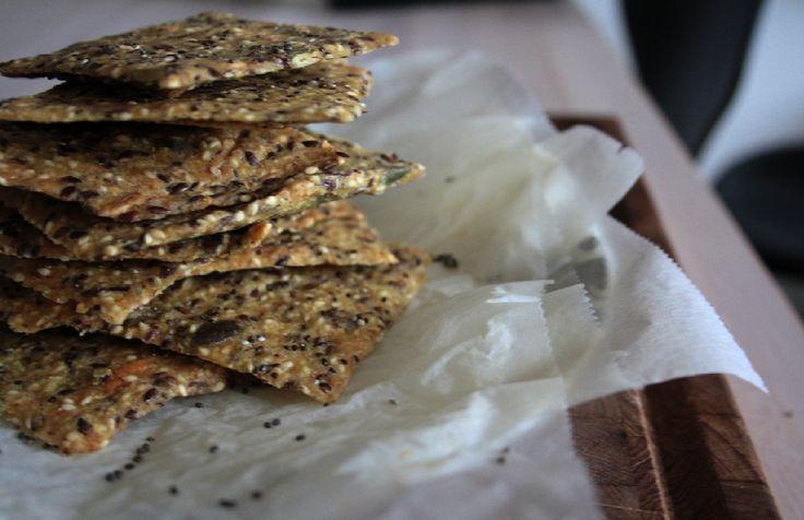 Glutenfri knækbrød med hørfrø og chiafrø